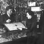 07 magazin de bijuterii si martisoare2 150x150 Galerie foto Bucurestiul vechi: Din societate