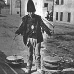 39 vanzator ambulant de iaurt1 150x150 Galerie foto Bucurestiul vechi: Din societate