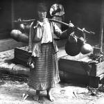 42 vanzaroare ambulanta de lapte1 150x150 Galerie foto Bucurestiul vechi: Din societate