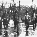 43 vanzatori ambulanti de covrigi proaspeti1 150x150 Galerie foto Bucurestiul vechi: Din societate