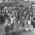 44 negustori din oltenia protestind impotriva interzicerii1 150x150 Galerie foto Bucurestiul vechi: Din societate