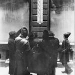 46 termometrul mare pe calea victoriei1 150x150 Galerie foto Bucurestiul vechi: Din societate