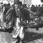 57 vanzator de citrice1 150x150 Galerie foto Bucurestiul vechi: Din societate