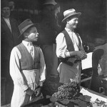 65 mici comercianti1 150x150 Galerie foto Bucurestiul vechi: Din societate