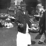 67 vanzator de lamai1 150x150 Galerie foto Bucurestiul vechi: Din societate