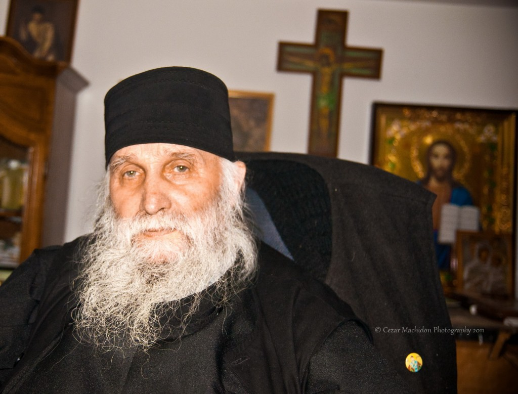 pr ioan 5 n 1024x779 Dumnezeu se simte asa cum te apropii de o soba iarna... Interviu cu Pr. Ioan Neagoe de la Manastirea Sihastria Raraului